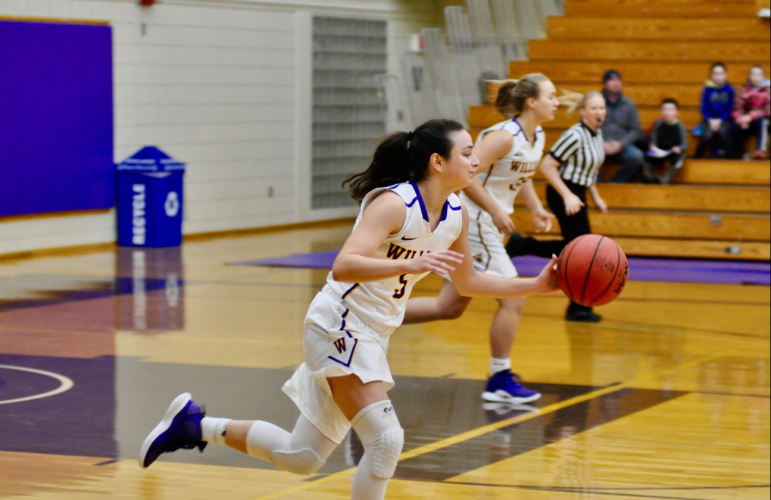 Maggie Meehan '21 led the Ephs with 14 points in the final g ame against Tufts of the Williams Holiday Classic Tournament. Photo courtesy of Sports Information.