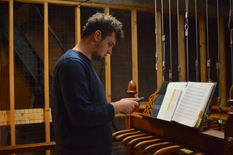 Thompson bell ringers delight campus with daily song