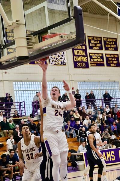 Men's basketball advances to NESCAC semis with win over Trinity