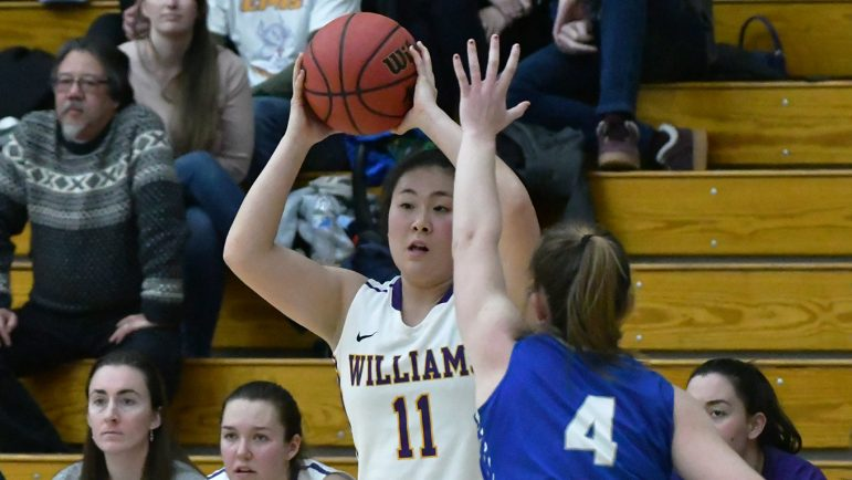 Women's basketball earns spot at NCAA, falls short at NESCAC semifinals