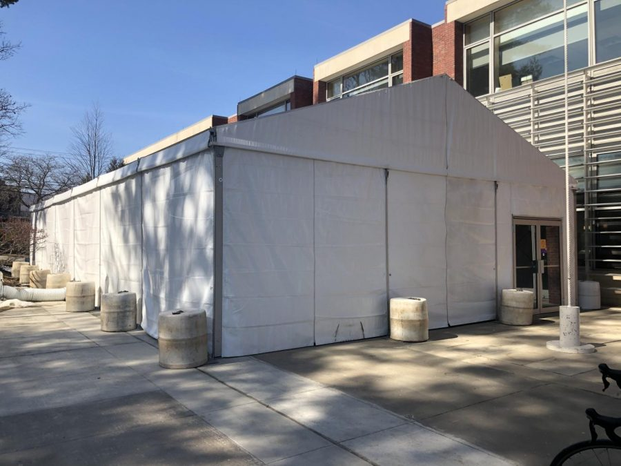 The College has loosened some COVID restrictions and brought back outdoor dining tents (Megan Lin/The Williams Record)