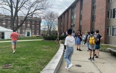 Students line up past Prospect House for Driscoll dinner on Build-Your-Own-Bowl night. (Kevin Yang/The Williams Record)