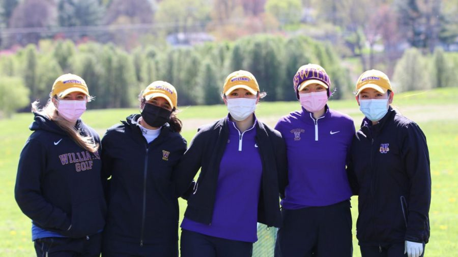 Women's golf wins fifth consecutive NESCAC title, advances to NCAA Championship