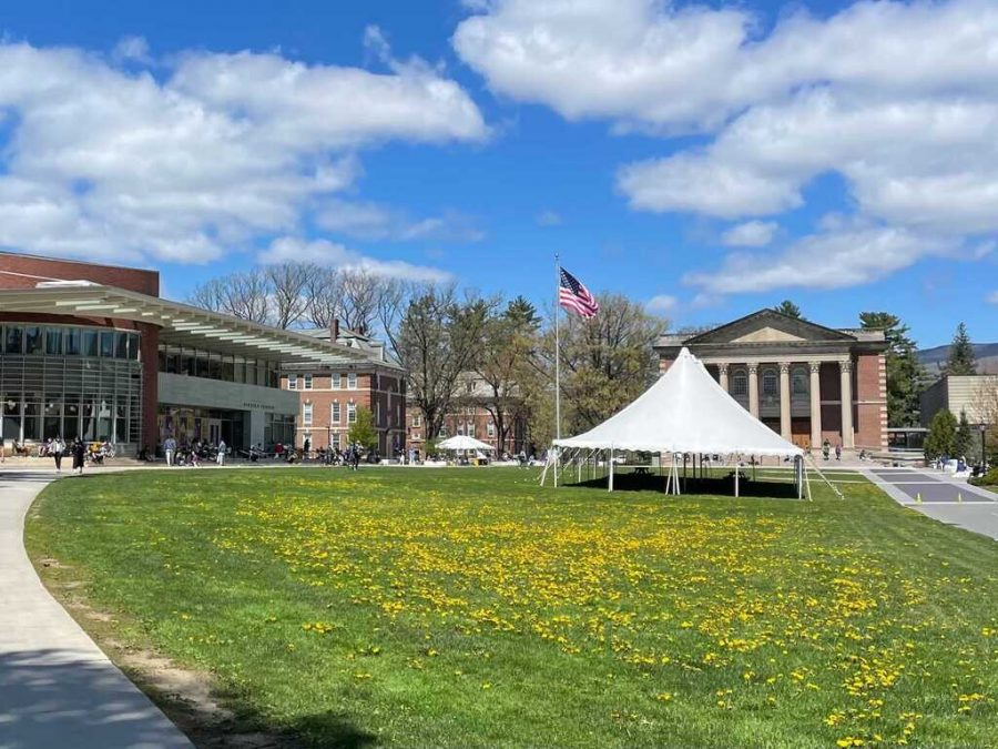Students will no longer be required to wear masks while outdoors, whether vaccinated or unvaccinated. (Annie Lu/The Williams Record)