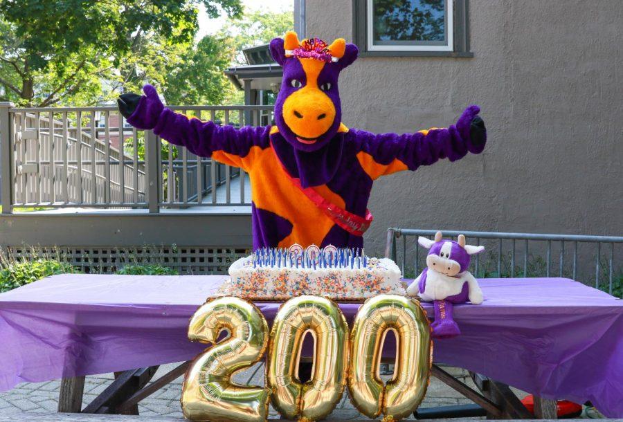 Ephelia celebrates the 200th birthday of the Society of Alumni on Sept. 5. (Photo courtesy of Juan Baena '06.)