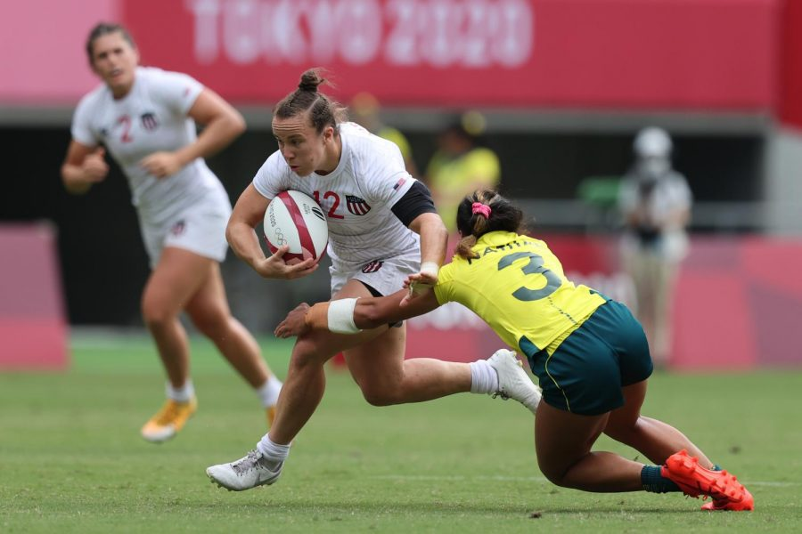 Representing the U.S. in rugby sevens at the Olympics, Kristi Kirshe '17 evades a tackle in a game against Australia. (Mike Lee/KLC fotos)